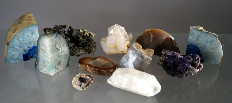 LOT ASSORTED MINERALS INCLUDING PYRITE, SELENITE, AGATE, ETC