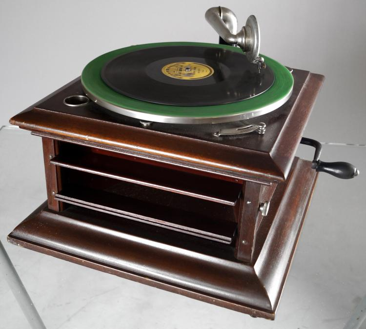 COLUMBIA MAHOGANY GRAFONOLA TABLE-TOP DISC PHONOGRAPH