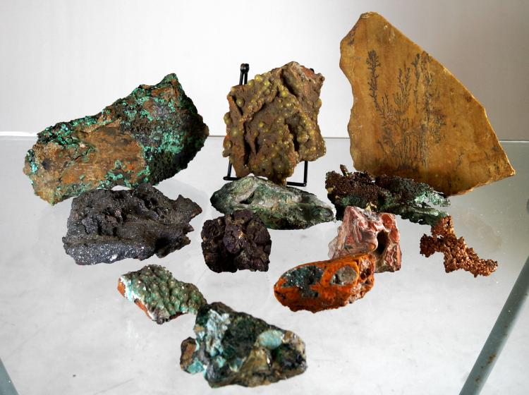 LOT ASSORTED MINERAL SPECIMENS INCLUDING COPPER NUGGETS, JASPER, SELENITE