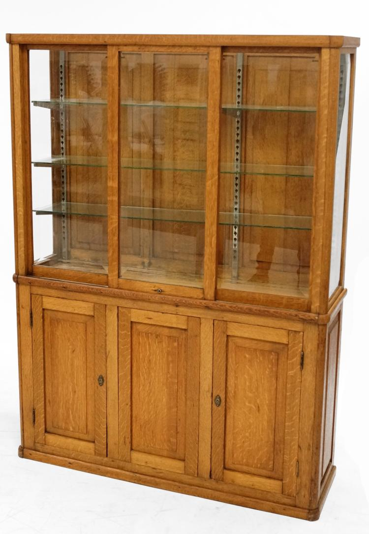 CONTEMPORARY OAK CHINA CASE ON 3-DOOR BASE. HEIGHT 67