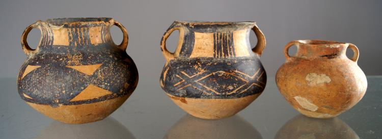 LOT (3) CHINESE NEOLITHIC AND BAN CH'ING DECORATED POTTERY JARS. HEIGHT 3 1/2-4 3/4