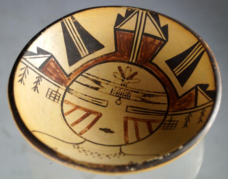 AMERICAN SOUTH WEST INDIAN DECORATED POTTERY BOWL (POSSIBLY MANPIO). HEIGHT 1 7/8