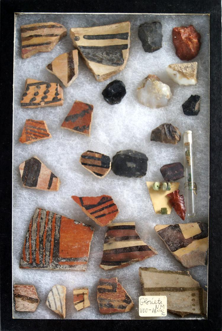 LOT ASSORTED SW AMERICAN INDIAN POTTERY CHARDS, BEADS, FLINT, ETC., GLORIETA, NM