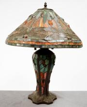 TIFFANY STYLE DRAGONFLY LEADED GLASS TABLE LAMP. HEIGHT 24