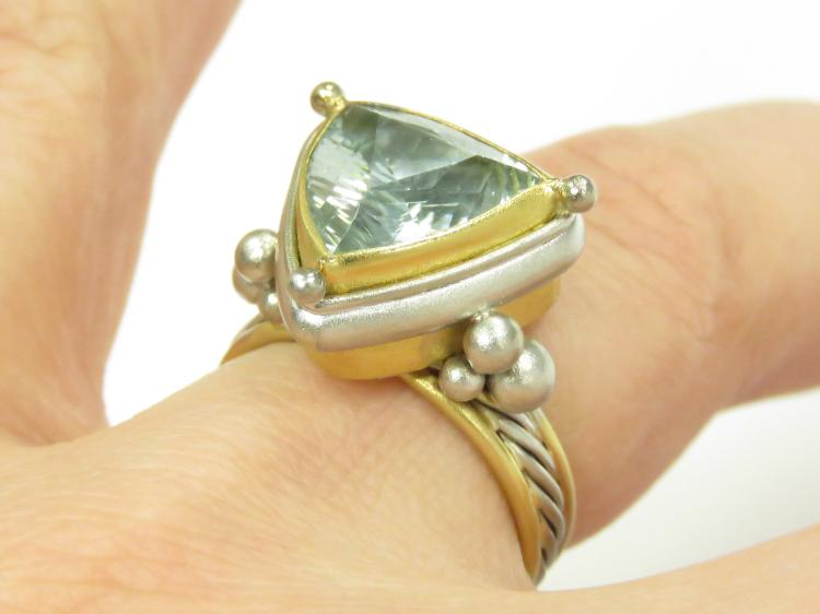18/22K YELLOW AND WHITE GOLD 5.0-6.0 CT AQUAMARINE RING, SIGNED WINOGRAD. RING SIZE 7 1/4; GROSS WEIGHT 11.26 GRAMS