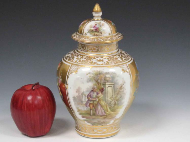DRESDEN DECORATED PORCELAIN COVERED JAR, 19/20TH CENTURY. HEIGHT 9 1/2