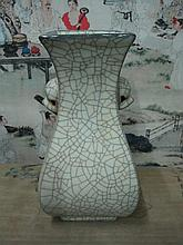 An Antique Chinese Song Dynasty Ge Kiln Porcelain Vase