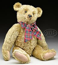 LARGE AND EARLY BLOND STEIFF BEAR WITH BUTTON.