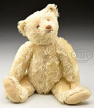 CHARMING AND DELIGHTFUL EARLY 1920s WHITE STEIFF BEAR WITH BUTTON.