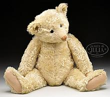 MAGNIFICENT AND IMPRESSIVE LARGE AND EARLY WHITE STEIFF BEAR WITH BUTTON.