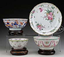 THREE EXPORT PORCELAIN BOWLS WITH TIN GLAZED CHARGER.
