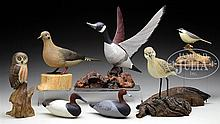 LOT OF EIGHT DECORATIVE BIRD CARVINGS.
