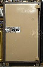 ROBUST MEILINK FIRE KING MODEL KC6033 DUAL COMBINATION SAFE.