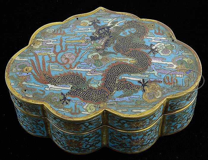 CLOISONNE BOX WITH COVER.