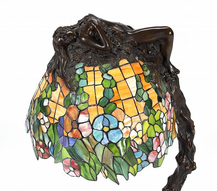 E. THOMASSON LEADED GLASS TABLE LAMP