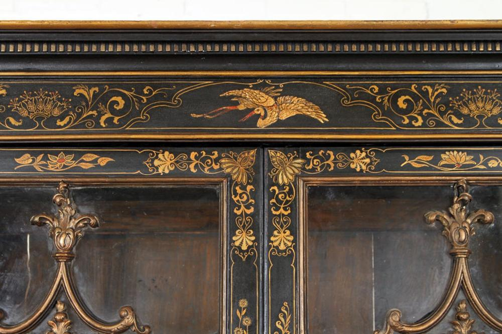 ANTIQUE GEORGE III CHINOISERIE DECORATED BOOKCASE