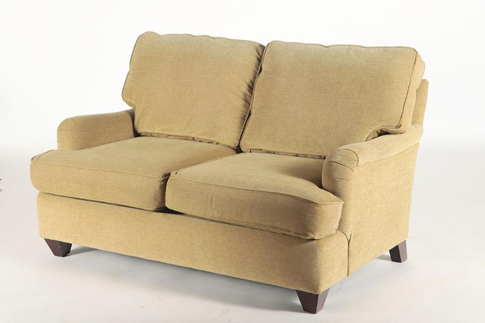 AN UPHOLSTERED SETTEE IN THE MANNER OF JANSEN