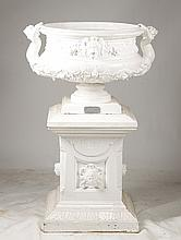 VERY GOOD LABELED FISKE CAST ZINC GARDEN URN