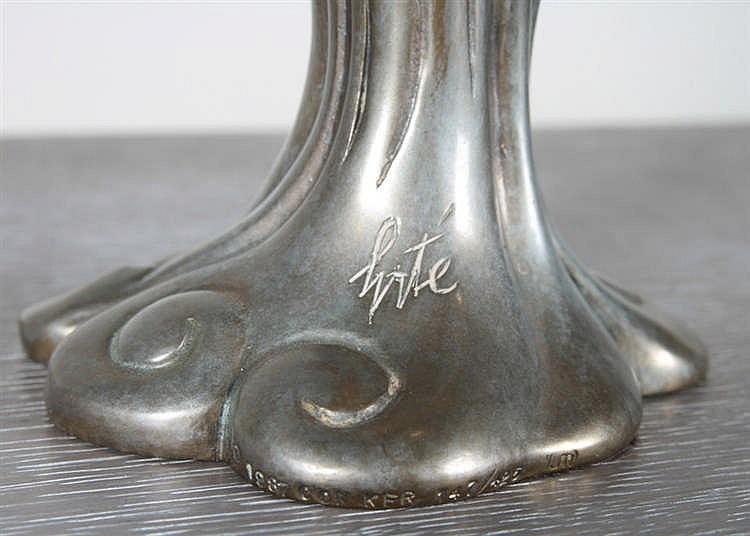 Romain erte de tirtoff visage de femme bronze for Vase antique romain