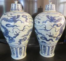 A PAIR OF BLUE AND WHITE 'DRAGON' MEIPNG VASE