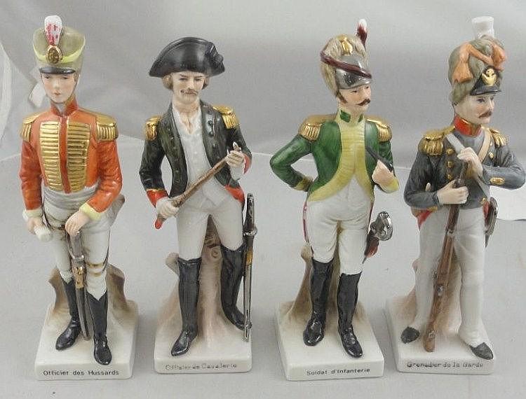 4 Porcelain Figures Officier des Hussards,
