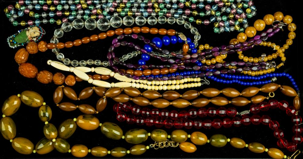 Bakelite and Estate Vintage Necklaces (10)