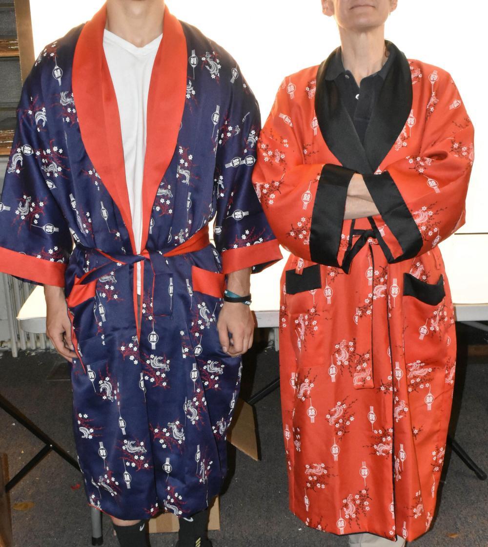(2) Kimonos