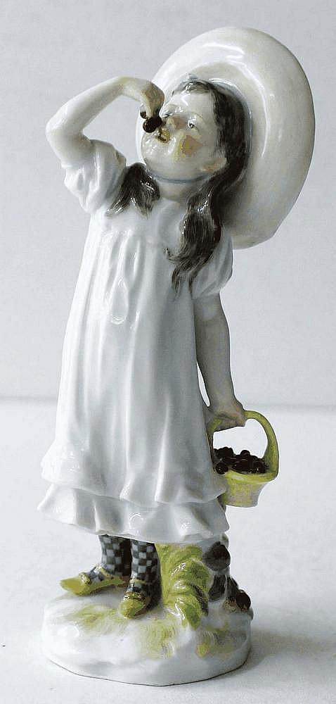 Helmig, Paul  Mädchen mit Kirschen. Meissen Jugendstilfigur. Modell Nr.