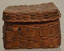 19TH CENT. EASTERN WOODLANDS AMERICAN INDIAN WOVEN SPLINT COVERED TRINKET BASKET