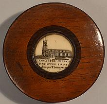 19TH CENT. ENGLISH ROUND WOODEN SNUFF BOX WITH INLAID SCRIMSHAW CARVED IVORY MEDALLION OF THE LANCASTER CHURCH