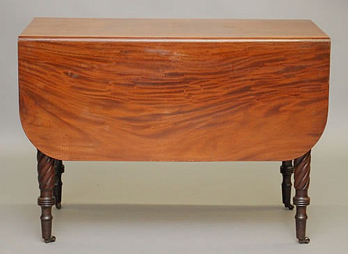 NEW ENGLAND SHERATON MAHOGANY 1 DRAWER DROPLEAF TABLE