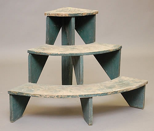 EARLY 20TH CENT. NEW ENGLAND PAINTED 3-TIER PLANT STAND