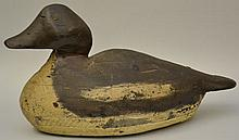 19TH CENT. - EARLY 20TH CENT. CARVED AND PAINTED WOODEN DUCK DECOY