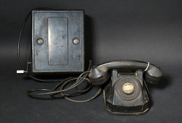 "VINTAGE BLACK PLASTIC AUTOMATIC ELECTRIC MODEL ""40"" DESK TELEPHONE WITH MAGNETO SUBSET # ""L-594-AD"""