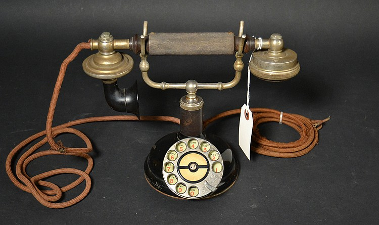 "VINTAGE FEDERAL ""GRAB-A-PHONE"" CRADLE TELEPHONE WITH EARLY KELLOGG DIAL MARKED - ""KELLOGG S. & S. CO. - CHICAGO U.S.A."""