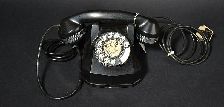 "VINTAGE AUTOMATIC ELECTRIC MODEL ""40"" DESK TELEPHONE WITH CHROME TRIM AND EASY CLEAN FINGER WHEEL"
