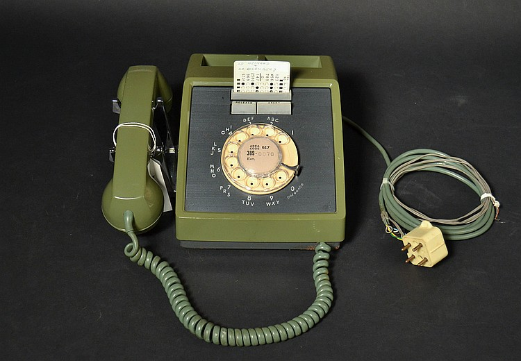 "VINTAGE WESTERN ELECTRIC MODEL ""660A1"" GREEN PLASTIC ROTARY DESK TELEPHONE WITH CARD DIALER FEATURE AND CARD"