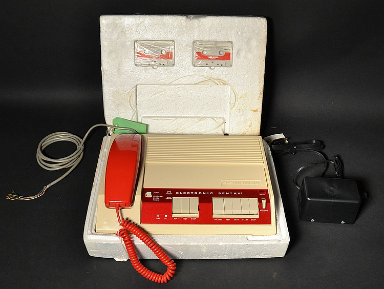 VINTAGE AUTOMATIC ELECTRIC CO. ELECTRONIC SENTRY - ELECTRONIC SECRETARY - COMMERICAL TELEPHONE ANSWERING MACHINE