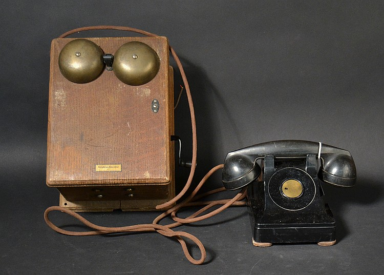 "VINTAGE WESTERN ELECTRIC ""AA1"" (250) DESK TELEPHONE WITH ""F1"" HANDSET"