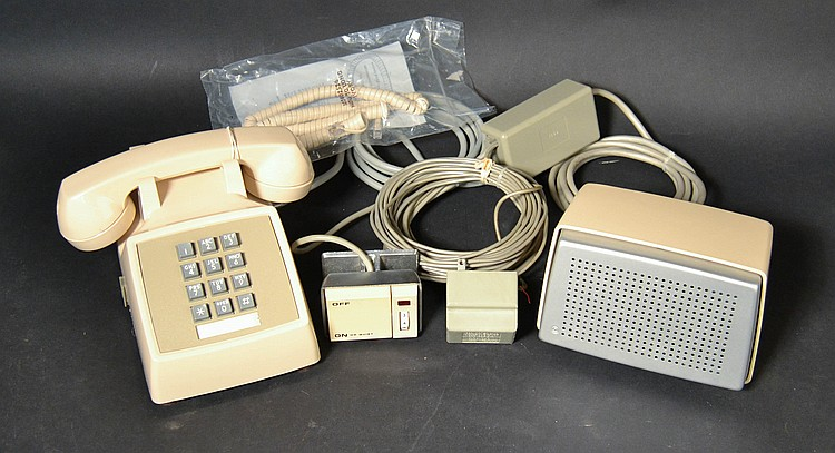 "VINTAGE A.T. AND T. MODEL ""2500SM"" PLASTIC TOUCHTONE DESK TELEPHONE"