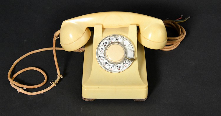 "VINTAGE WESTERN ELECTRIC IVORY PLASTIC ROTARY TELEPHONE - MODEL ""304"" - MARKED ""H3"""
