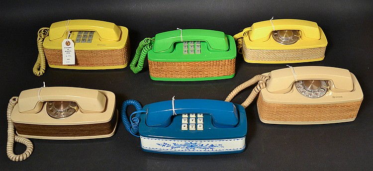 (6) DIFFERENT VINTAGE WESTERN ELECTRIC ACCENT MODEL DESK TELEPHONES