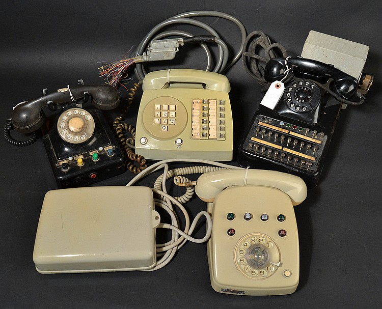 (4) DIFFERENT VINTAGE FOREIGN TELEPHONE KEYSETS