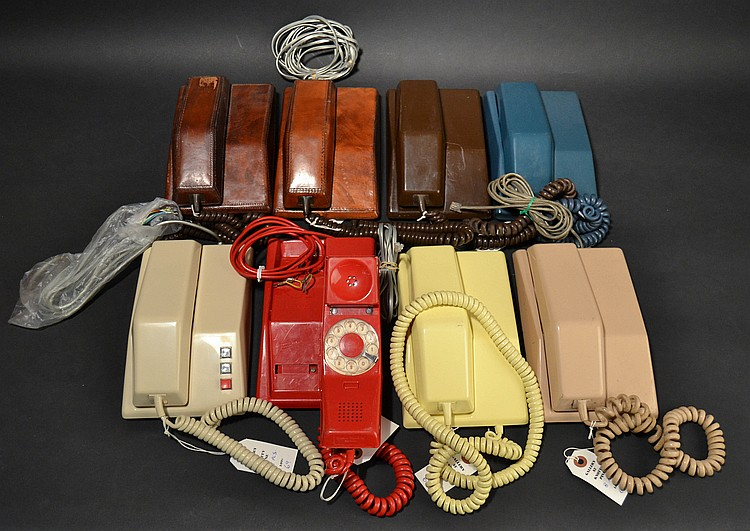 (8) DIFFERENT VINTAGE NORTHERN ELECTRIC/NORTHERN TELECOM CONTEMPRA TELEPHONES IN LEATHER AND PLASTIC