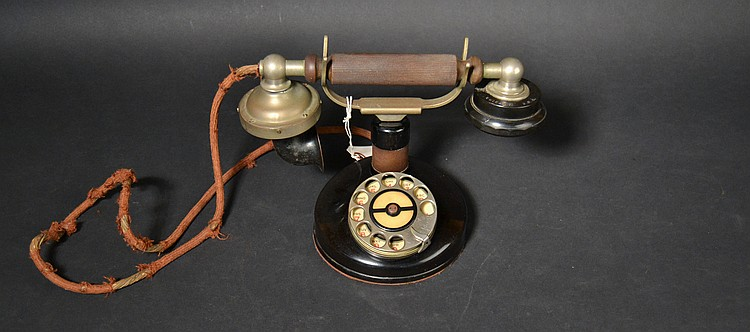 "VINTAGE KELLOGG ""GRAB A PHONE"" MODEL ""F135"" CRADLE TELEPHONE WITH EARLY KELLOGG DIAL MARKED ""KELLOGG S. & S. CO. - CHICAGO U.S.A."""