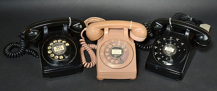 (3) DIFFERENT VINTAGE NORTH ELECTRIC PLASTIC ROTARY DESK TELEPHONES