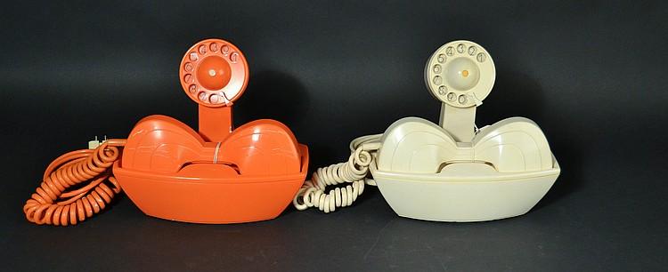 """(2) DIFFERENT VINTAGE JAPANESE """"PAR-JE"""" COLORED PLASTIC TELEPHONES"""
