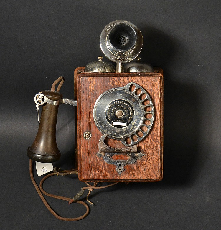 VINTAGE AUTOMATIC ELECTRIC CO. - CHICAGO - COMPACT WALL TELEPHONE IN AN OAK CASE