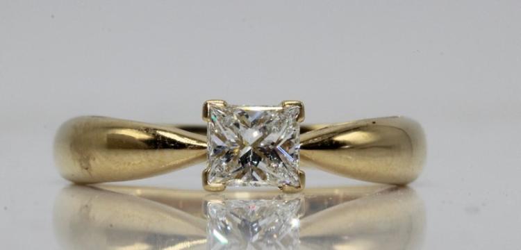 Van Cleef 18Kt YG 0.45ct. Diamond Ring
