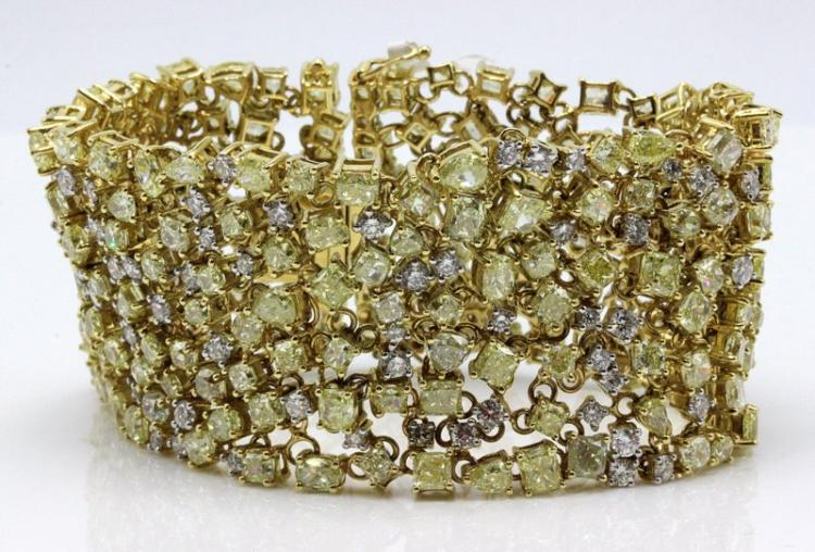 Beautiful 18Kt YG 47.00ct. Fancy Yellow & White Diamond Bracelet